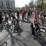 Naredba vođe: Svi kupite bicikl