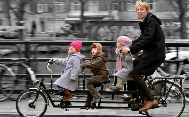 Holandski gradski biciklizam Foto sajt Amsterdamize