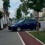 """NAKON PISANJA """"BLICA"""": """"Pauk"""" uklanja bahato parkirana vozila sa biciklističke staze na Novom Beogradu"""
