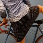 Kako da voziš bicikl u suknji