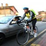 Novi zakon u Irskoj: bliski susreti automobila pored biciklista će se kažnjavati