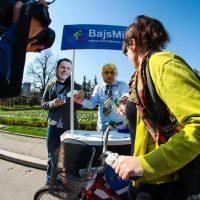 Protest biciklista: Performans ispred Skupštine grada sa maskama Vesića i Malog
