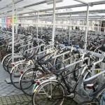 Nedostatak parking mesta u Amsterdamu! Za bicikle.