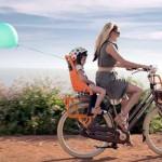 Sa mamom na biciklu