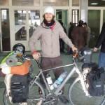 Španski svetski putnik – biciklista ranjen u Pakistanu, šest policajaca ubijeno