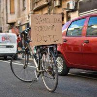Za bicikliste i dalje neupotrebljiva biciklistička staza u Vasinoj ulici